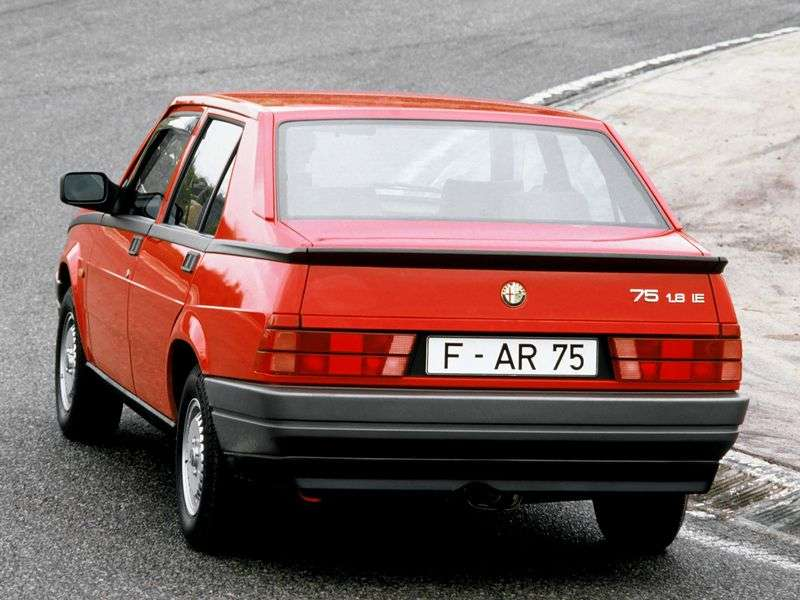 Alfa Romeo 75 162B sedan 1.8 MT (1986 1990)