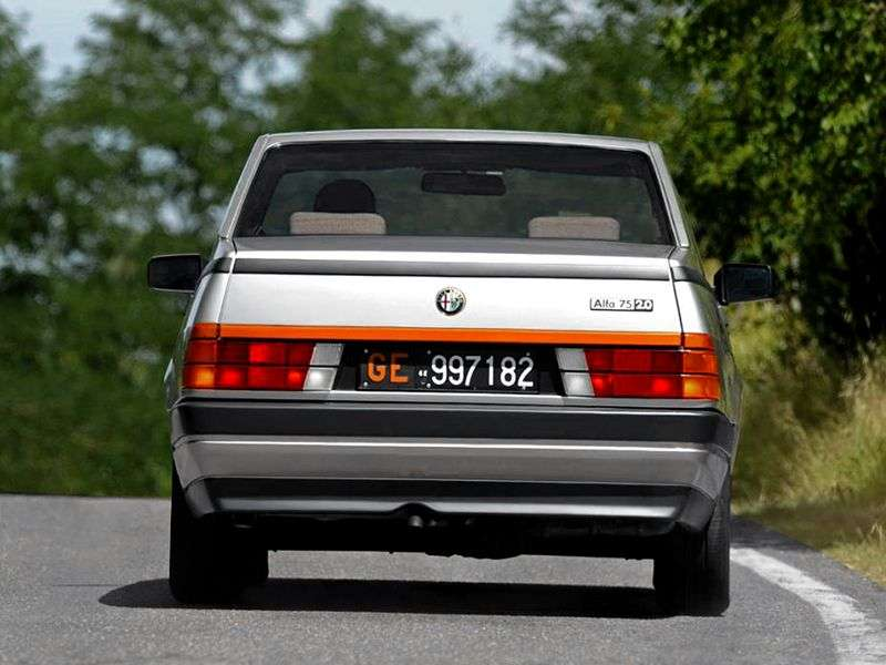 Alfa Romeo 75 162B sedan 1.6 MT (1985 1989)