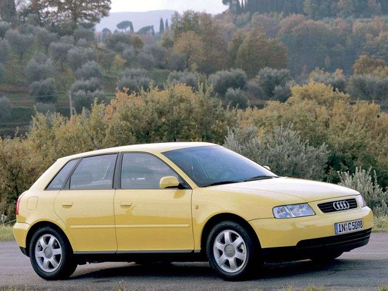 Audi A3 8Lhetchbek 5 dv. 1.8 AT (1999–2000)