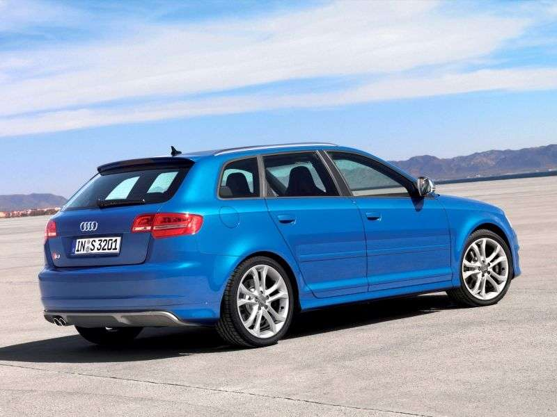 Audi S3 8P / 8PA [zmiana stylizacji] Sportback hatchback 5 drzwiowy. 2.0 TFSI quattro S tronic Podstawa (2008 2012)