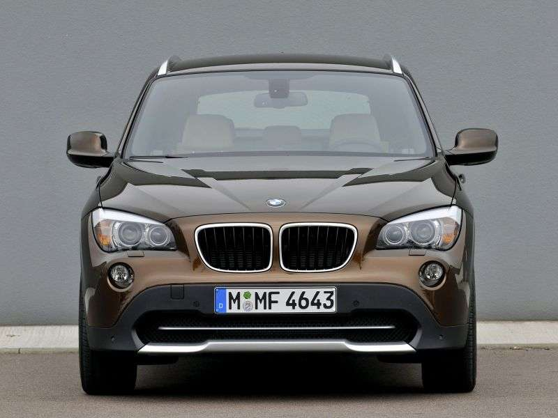 BMW X1 E84 crossover sDrive20i MT (2011–2012)