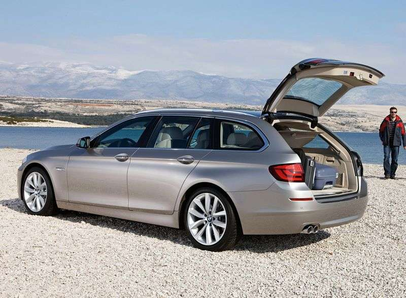 BMW 5 Series F10 / F11Touring Wagon 528i AT (2010–2011)