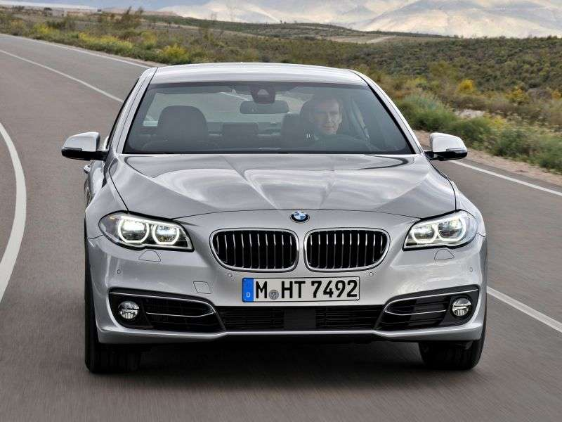BMW 5 Series F10 / F11 [Restyling] 525d xDrive AT Business Sedan (2013 – current century)