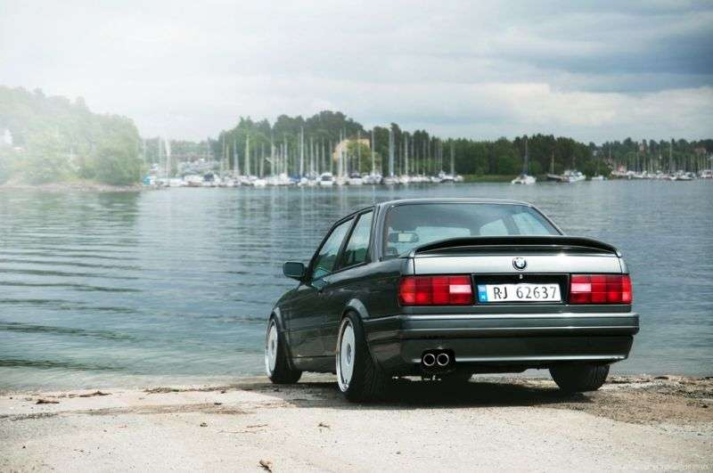 BMW 3 Series E30 [restyling] 325is AT Sedan (1988–1990)