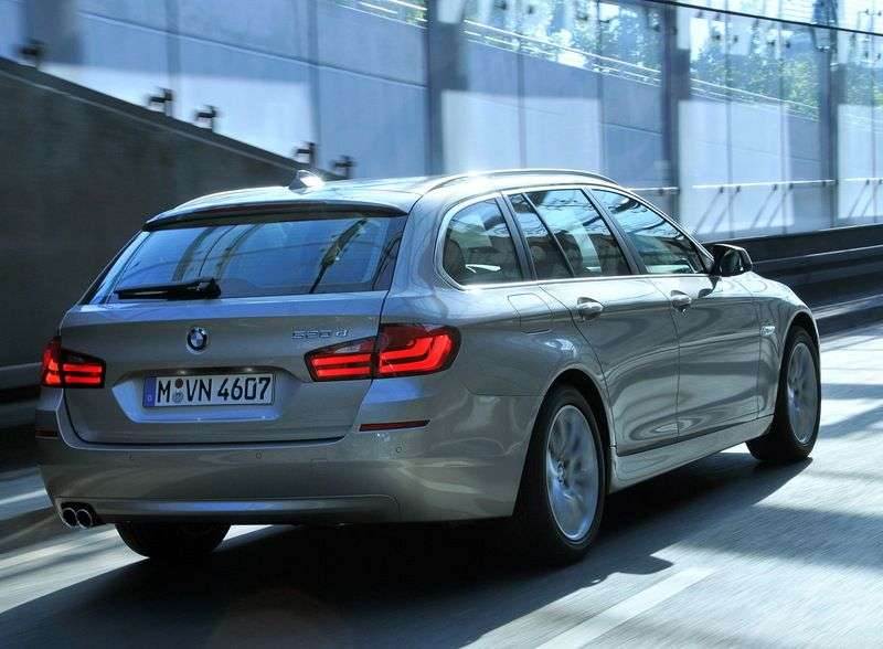 BMW 5 Series F10 / F11Touring Wagon 530i MT (2011 – n.)