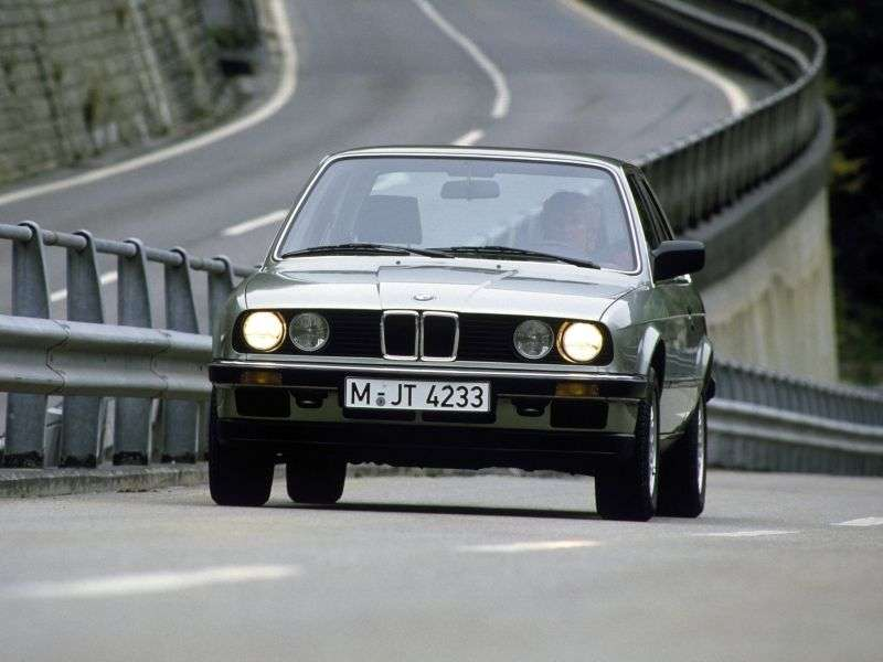 BMW 3 Series E30sedan 2 bit 316 4MT (1982 1987)