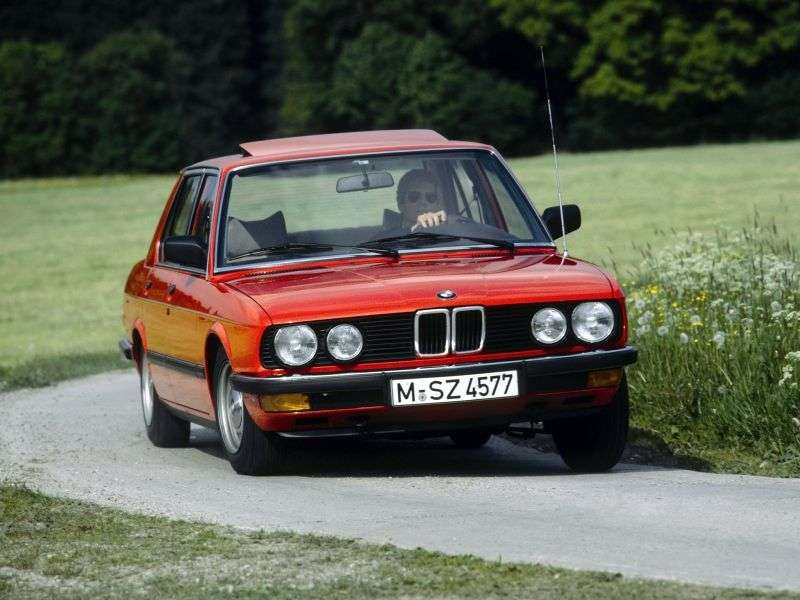 BMW 5 Series E28sedan 520i MT (1985–1988)