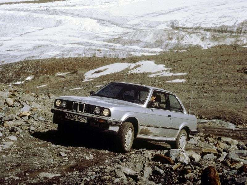 BMW 3 Series E30sedan 2 bit 323i MT (1982–1985)