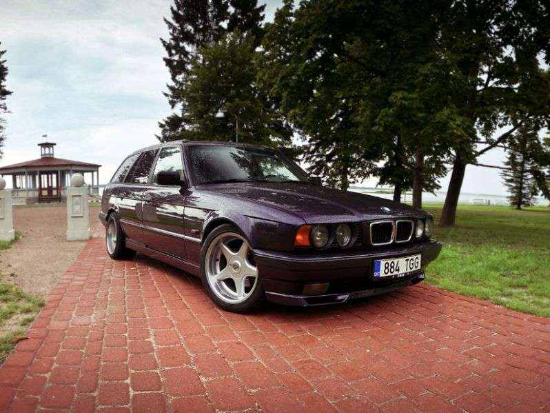 BMW 5 Series E34Touring Wagon 540i MT (1993–1996)
