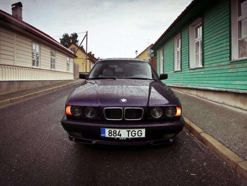 BMW 5 Series E34Touring Wagon 520i MT (1991–1992)