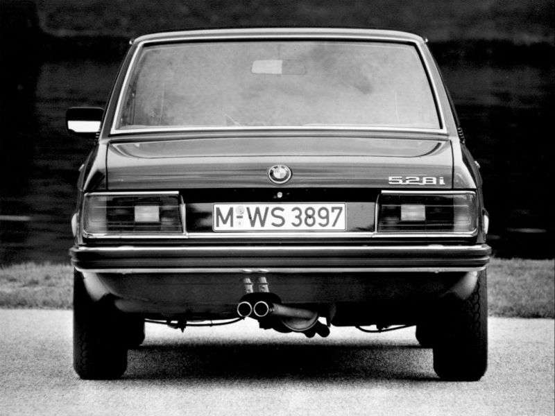 BMW 5 Series E12 [restyling] 520 Sedan 5MT (1976–1981)