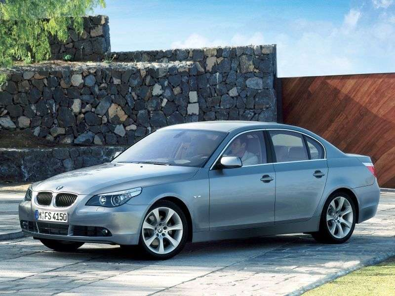 BMW 5 Series E60 / E61sedan 530i MT (2004–2005)