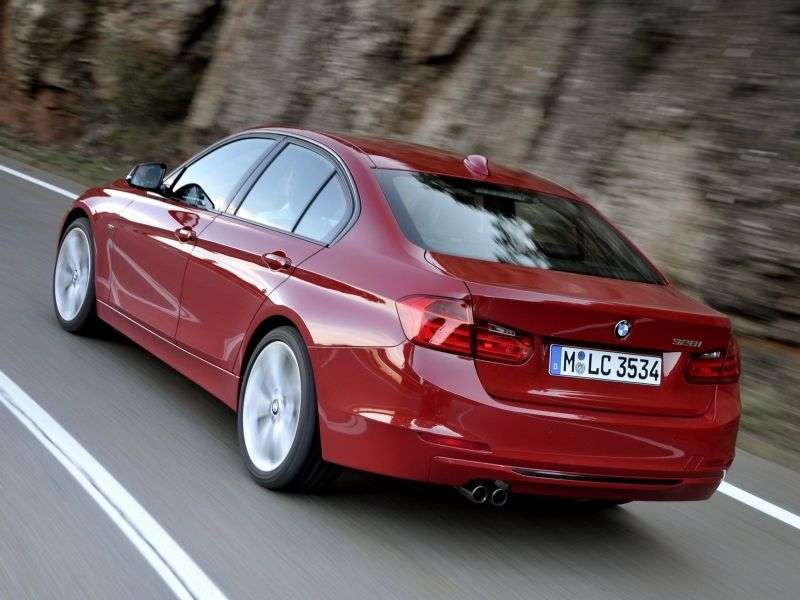 BMW 3 Series F30 / F31Sedan 316i MT Sport Line (2012 – n.)
