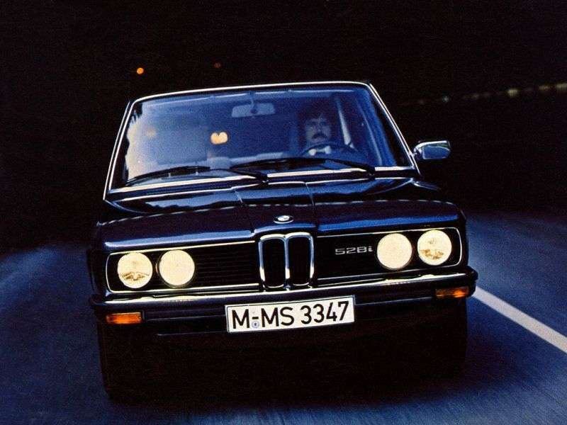 BMW 5 Series E12 [restyling] 525 AT Sedan (1976–1981)
