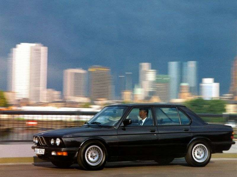 BMW 5 Series E28sedan 525i 3AT (1981–1983)