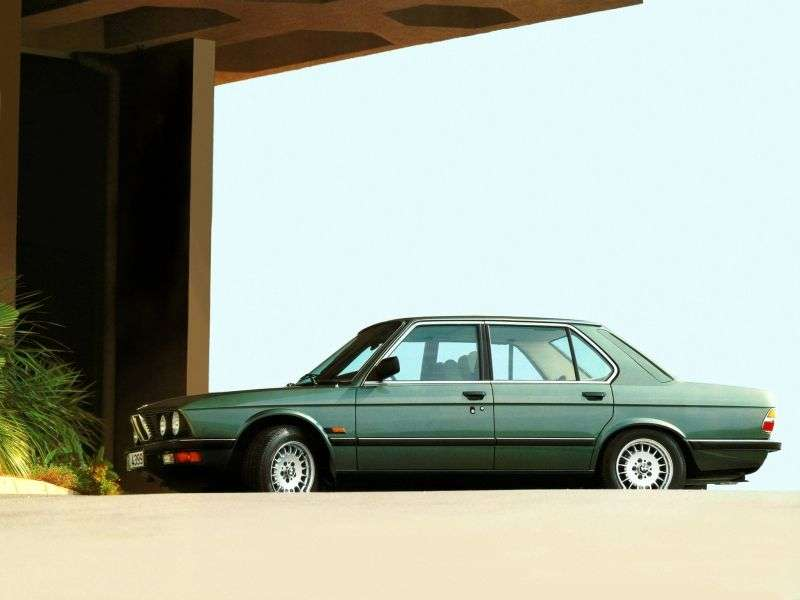 BMW 5 Series E28sedan 518i 4MT (1984–1986)