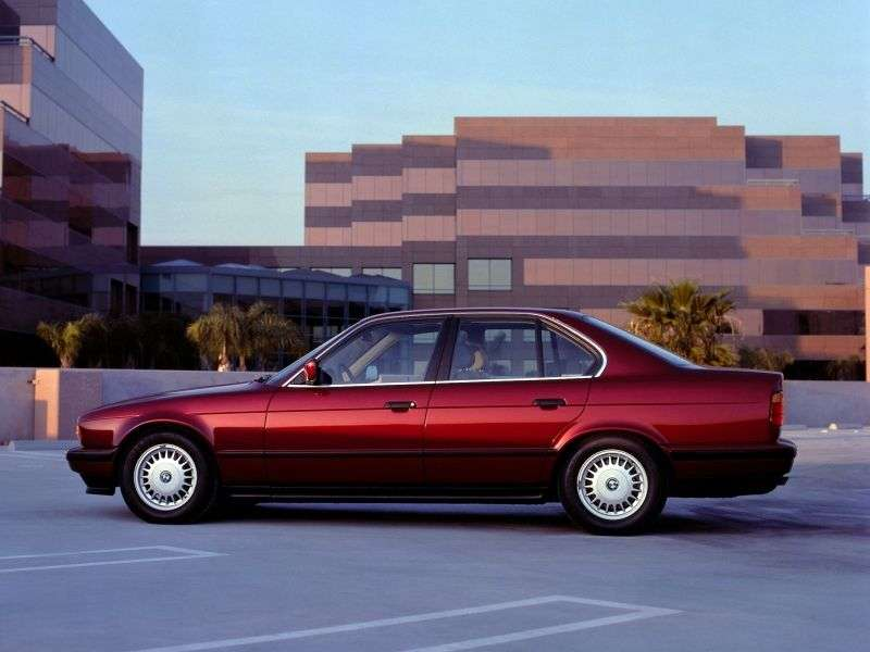 BMW 5 Series E34sedan 525i MT (1990–1992)