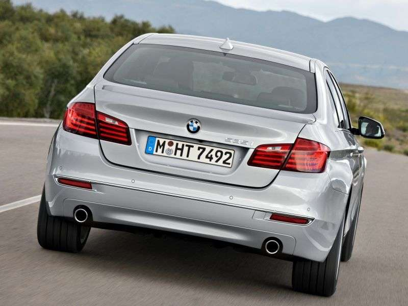 BMW 5 Series F10 / F11 [restyling] 550i xDrive AT Sedan Basic (2013 – present)