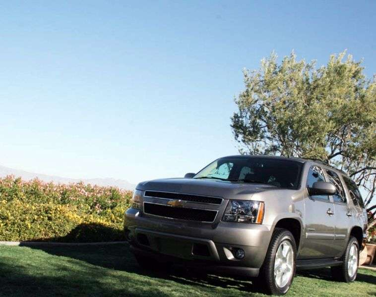 Chevrolet Tahoe GMT900 5 door SUV. 5.3 AT LTZ (2013) (2006 – present)