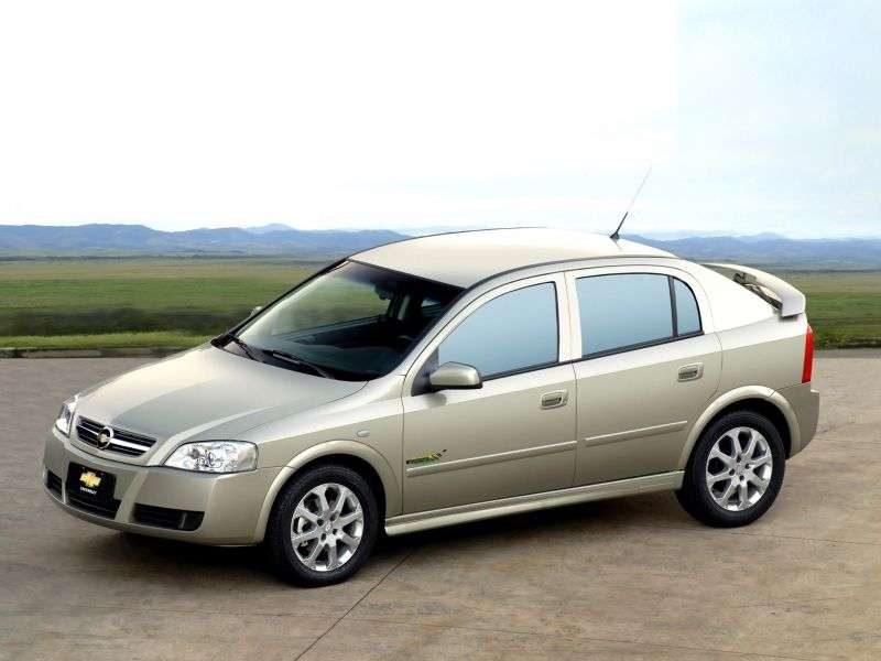 Chevrolet Astra 2nd generation [restyling] 5 bit hatchback 2.0 AT (2003–2004)