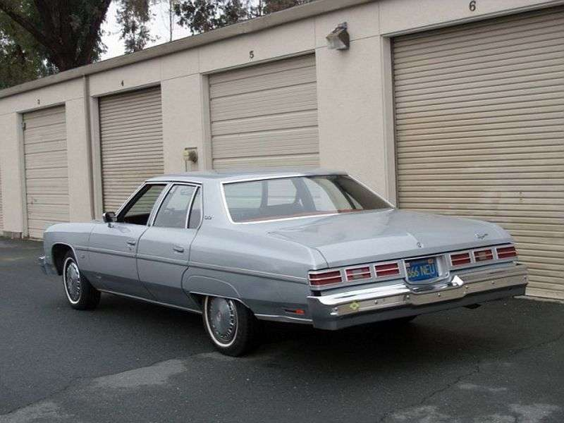 Chevrolet Caprice 2nd generation [5th restyling] 6.6 Turbo Hydra Matic Sedan (1976–1976)