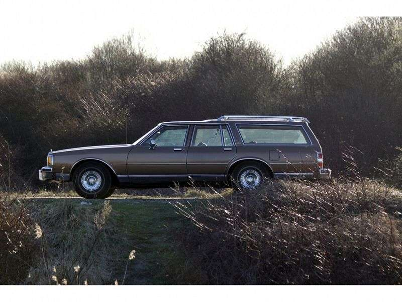 Chevrolet Caprice 3rd generation [restyling] station wagon 5.0 3AT 3 seat (1982–1982)