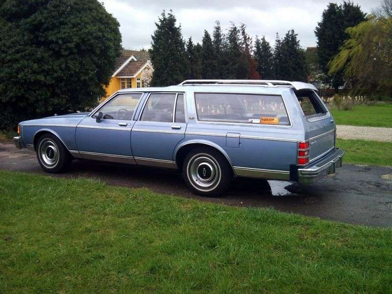 Chevrolet Caprice 3rd generation [restyling] wagon 4.4 4AT 3 seat (1982–1983)