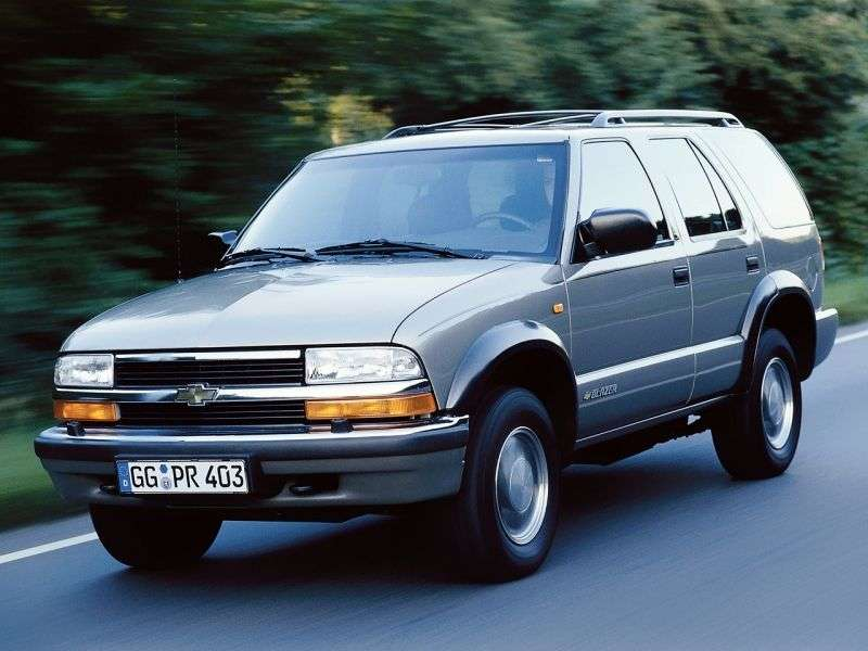 Chevrolet Blazer 4th generation [restyling] SUV 5 dv. 2.2 MT (1997–2005)
