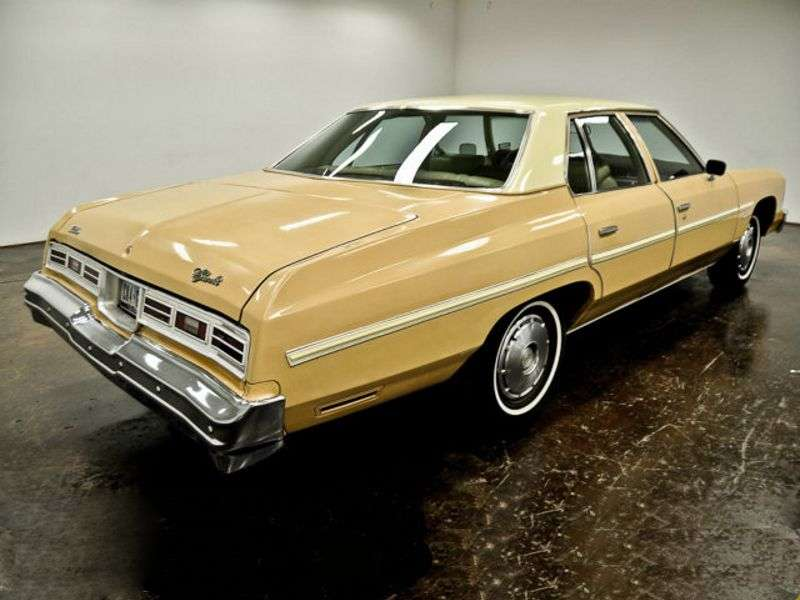 Chevrolet Impala 5th generation [5th restyling] 6.6 Turbo Hydra Matic Sedan (1976–1976)