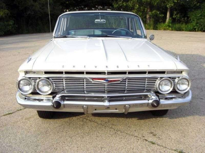 Chevrolet Impala 3rd generation sedan 5.7 3MT (1961–1961)