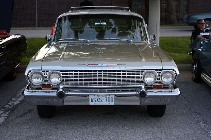 Chevrolet Impala 3rd generation [2nd restyling] station wagon 4.6 MT 3 seat (1963–1963)
