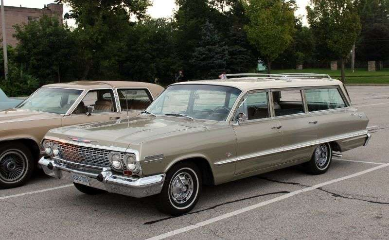 Chevrolet Impala 3rd generation [2nd restyling] station wagon 6.7 4MT 3 seat (1963–1963)