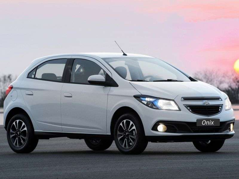 Chevrolet Onix 1st generation 1.4 MT hatchback (2012 – n.)