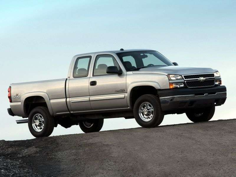 Chevrolet Silverado GMT800 [restyling] Extended Cab pick up 4 bit. 8.1 6MT 4WD LWB 3500HD (2005–2006)