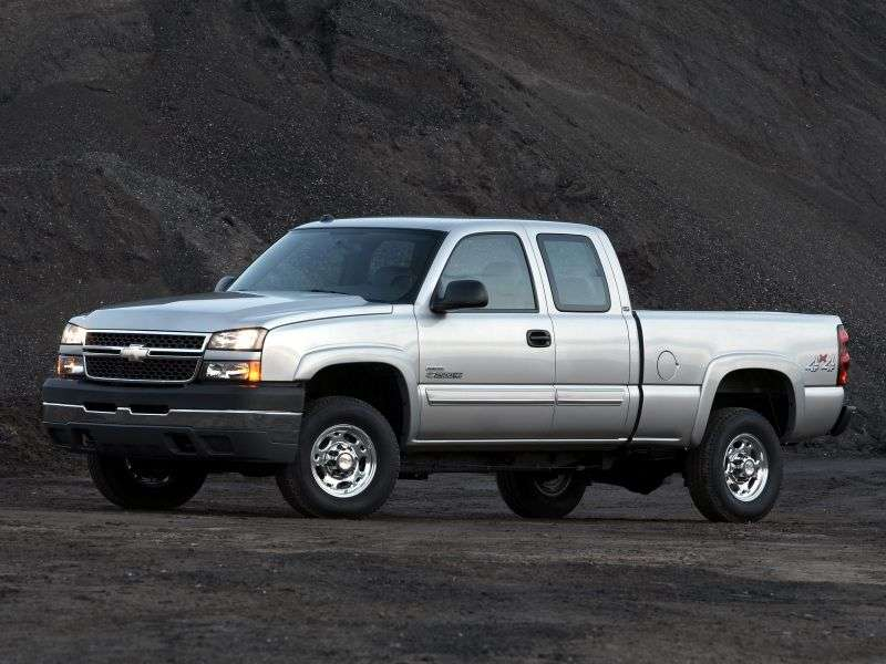 Chevrolet Silverado GMT800 [restyling] Extended Cab pick up 4 bit. 8.1 6MT 4WD 2500HD (2005–2006)