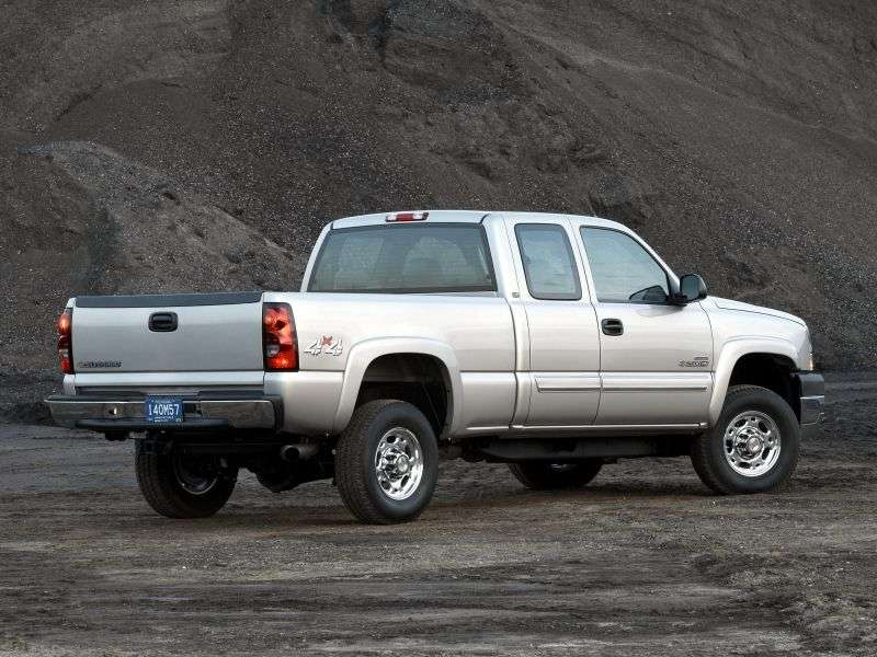 Chevrolet Silverado GMT800 [restyling] Extended Cab pick up 4 bit. 6.6 TD 5MT LWB 3500HD DRW (2003–2006)