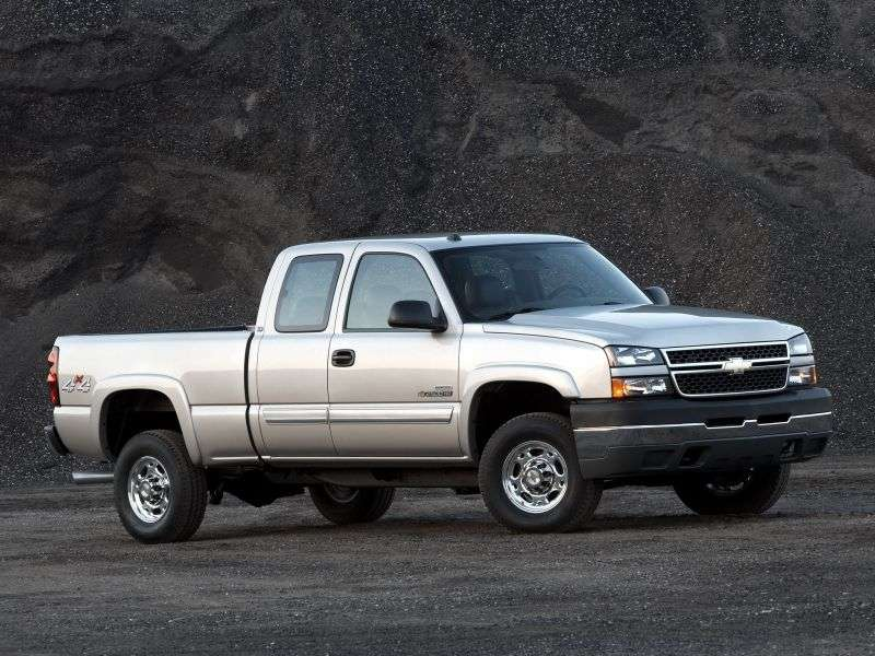 Chevrolet Silverado GMT800 [restyling] Extended Cab pick up 4 bit. 8.1 6AT 4WD LWB 3500HD (2006–2007)