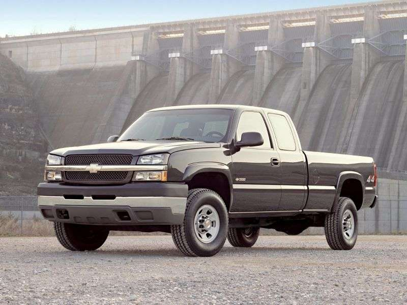 Chevrolet Silverado GMT800 [restyling] Extended Cab pick up 4 bit. 8.1 5MT 4WD LWB 2500HD (2005–2006)