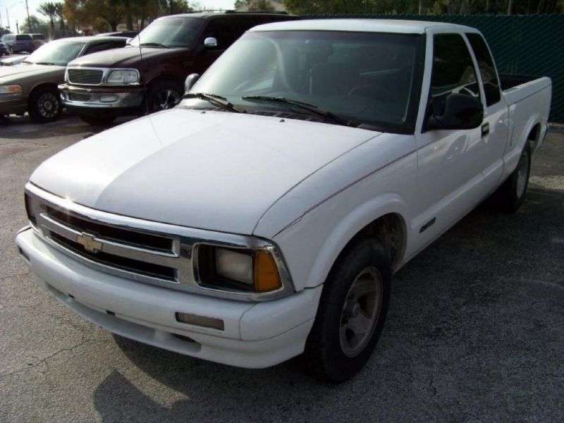 Chevrolet S 10 2nd generation Extended Cab pick up 2 bit. 4.3 MT 4WD (1996–1997)