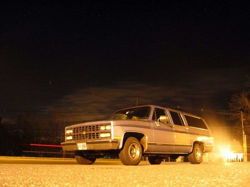 Chevrolet Suburban 8th generation [2nd restyling] SUV 5.7 R20 4MT (1989–1991)