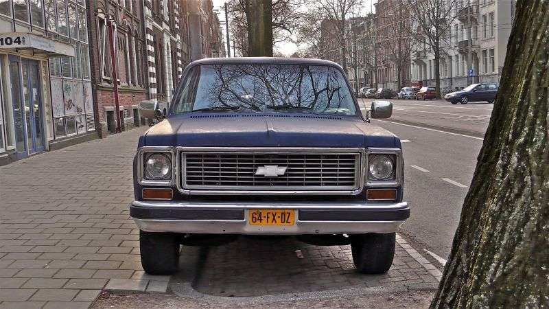 Chevrolet Suburban 8th generation SUV 5.0 K10 3MT Fully Synchronized 4WD (1977–1979)