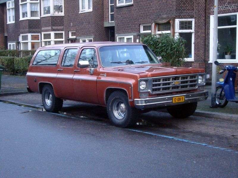 Chevrolet Suburban 8th generation SUV 5.7 K10 3MT Fully Synchronized 4WD (1976–1978)