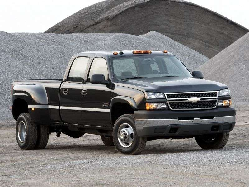 Chevrolet Silverado GMT800 [restyling] Crew Cab pickup 4 bit. 6.6 TD 4AT 4WD LWB 2500HD (2003–2004)