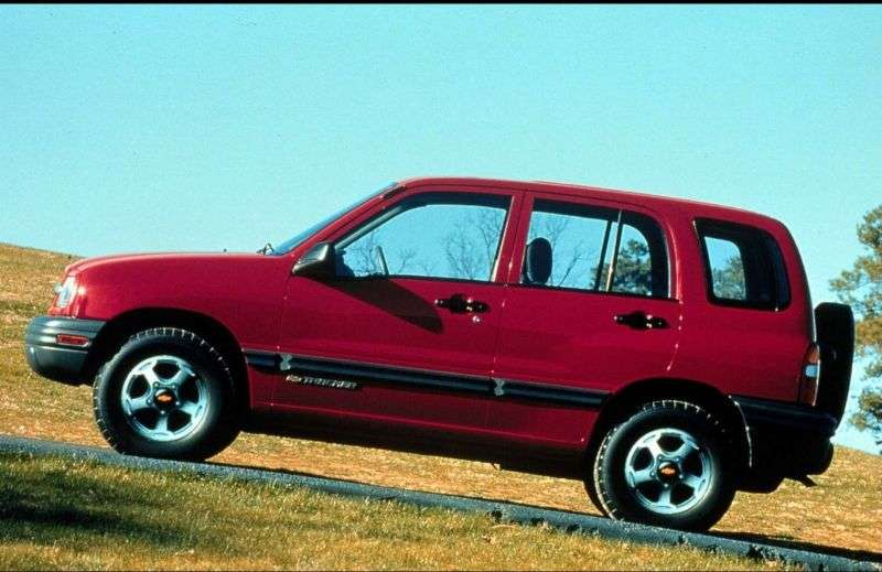 Chevrolet Tracker 2nd generation SUV 2.5 MT (2001–2004)