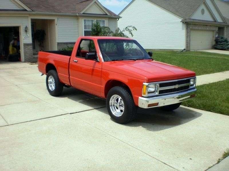 Chevrolet S 10 1st generation Regular Cab pickup 2 bit. 1.9 4MT (1982–1985)