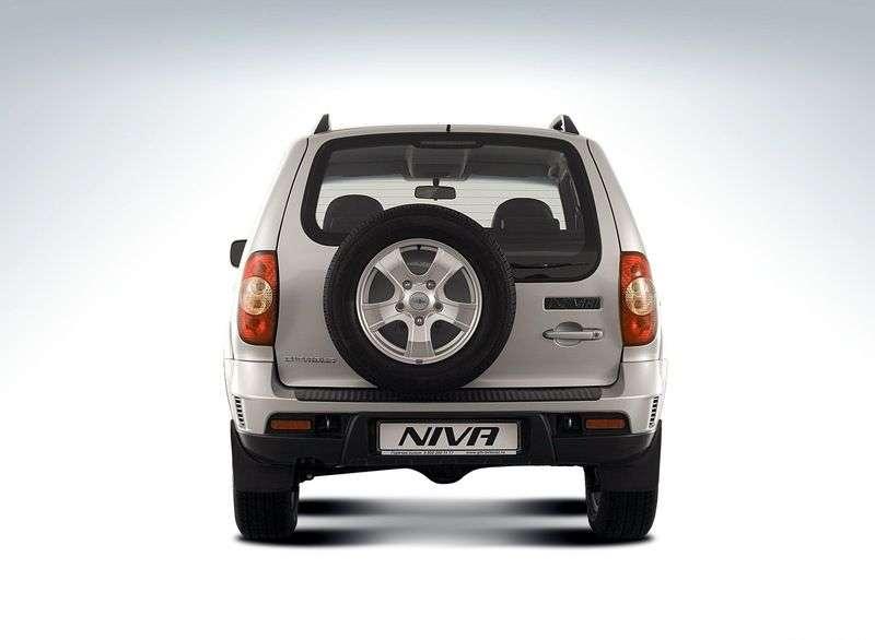 Chevrolet Niva 1st generation [restyling] SUV 5 dv. 1.7 MT L (2009 – present)