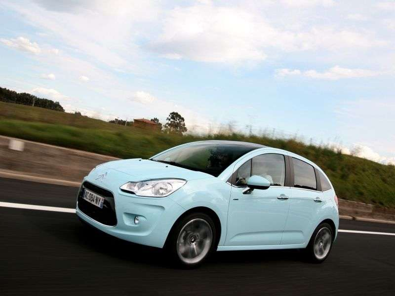 Citroen C3 2nd generation hatchback 1.4 MT Dynamique (2012) (2009–2013)