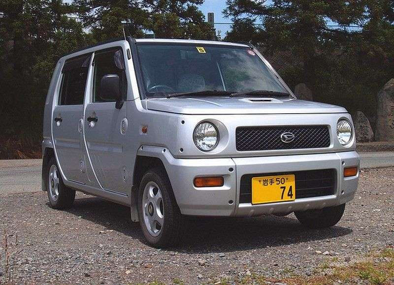 Daihatsu Naked hatchback pierwszej generacji 0.7 AT (2000 2004)