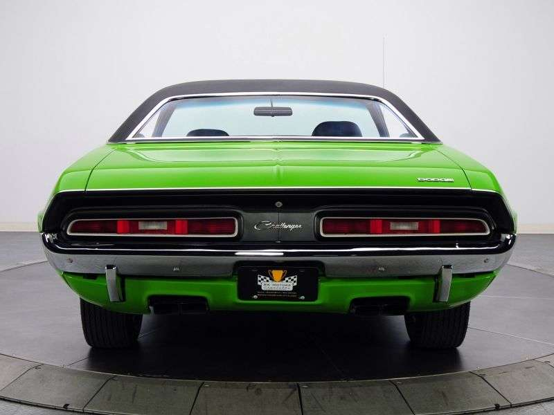 Dodge Challenger 1st generation [restyling] R / T coupe 2 bit 6.3 V8 4MT (1971–1971)