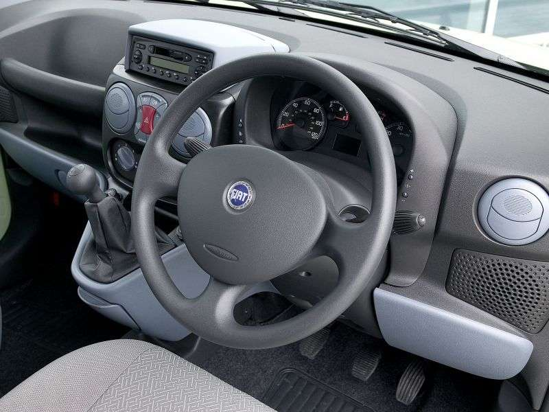 Fiat Doblo 1st generation van 1.3 TD MT (2004–2005)